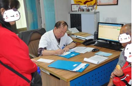 父爱如山 不离不弃,抗癫寻医终是寻得北京军海医院